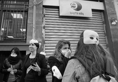 À l'approche des municipales, des sages-femmes descendent dans la rue