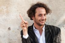 Antoine, le virtuose de l'index : « Certains fanfarons disent qu'ils y arrivent avec un seul doigt… Moi, je préfère m'appliquer, méthodiquement. »