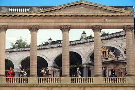 Pendant les travaux, Dior rhabille Versailles
