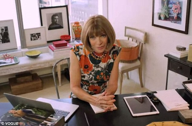 Anna Wintour dans son bureau (source : Vogue).