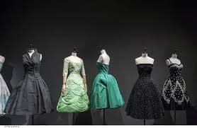 La mode des années 50 s'expose au Palais Galliera