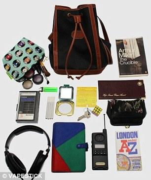 Exemple d'un sac des années 90 et son contenu