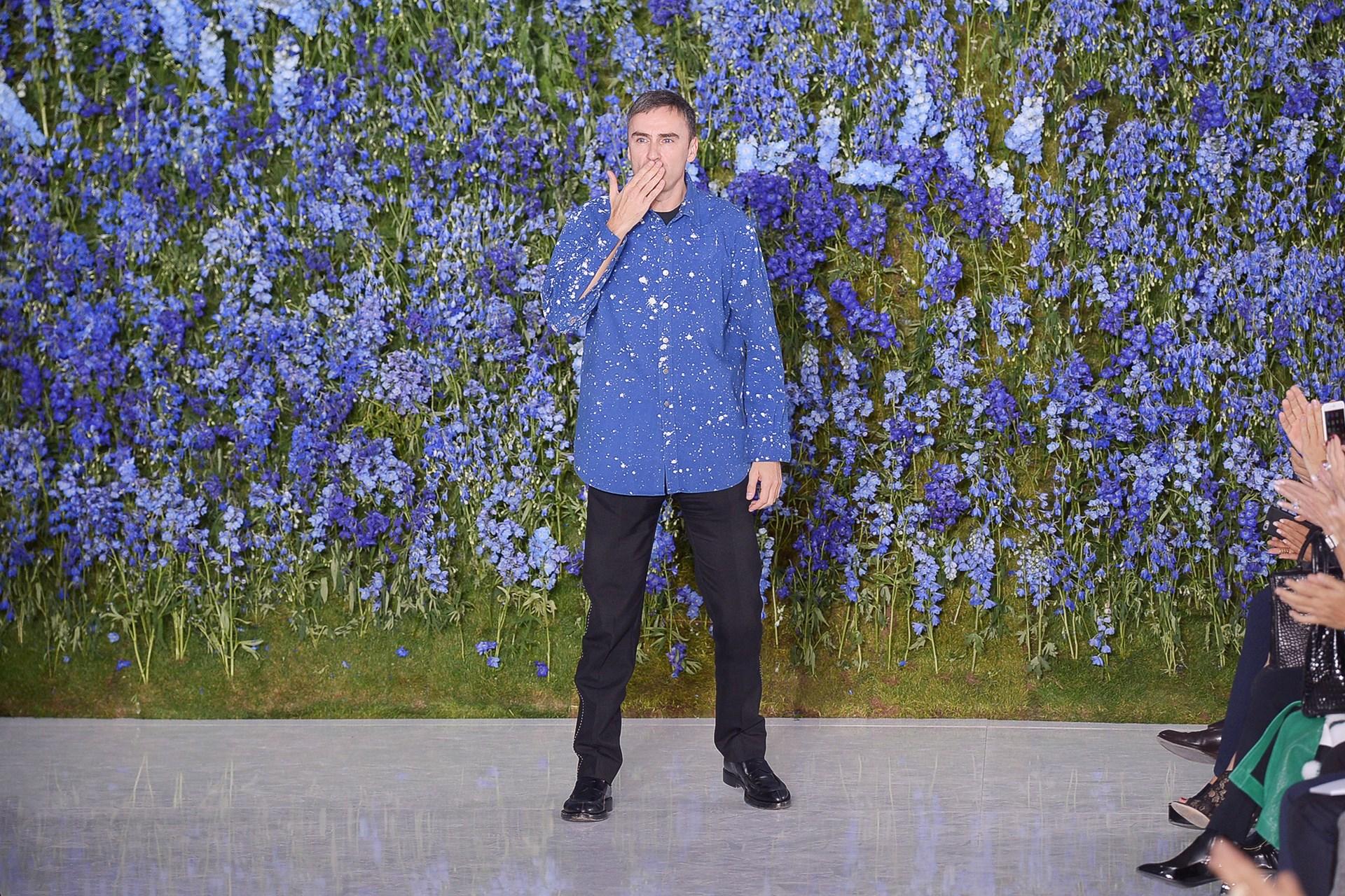 Raf Simons lors de son dernier défilé Dior en septembre