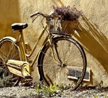 Irak : une jeune Irakienne fait entendre la voix des femmes...à vélo