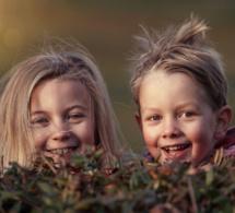Une étude irlandaise affirme qu'avoir une sœur rend heureuse