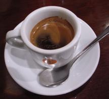 Le café noir serait bon pour les dents !